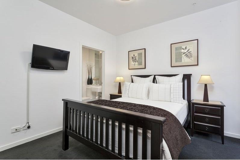 Bedroom_(3)